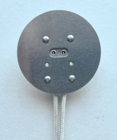 MR16 socket with round plate